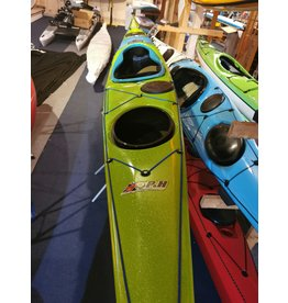 P&H Custom Sea Kayaks P&H kayak Cetus MV Carbone/vert  (Clear coat/Metal flake)