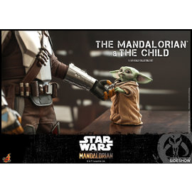 Sideshow Collectibles The Mandalorian: The Mandalorian and The Child Sixth Scale Collectible Set (Hot Toys)