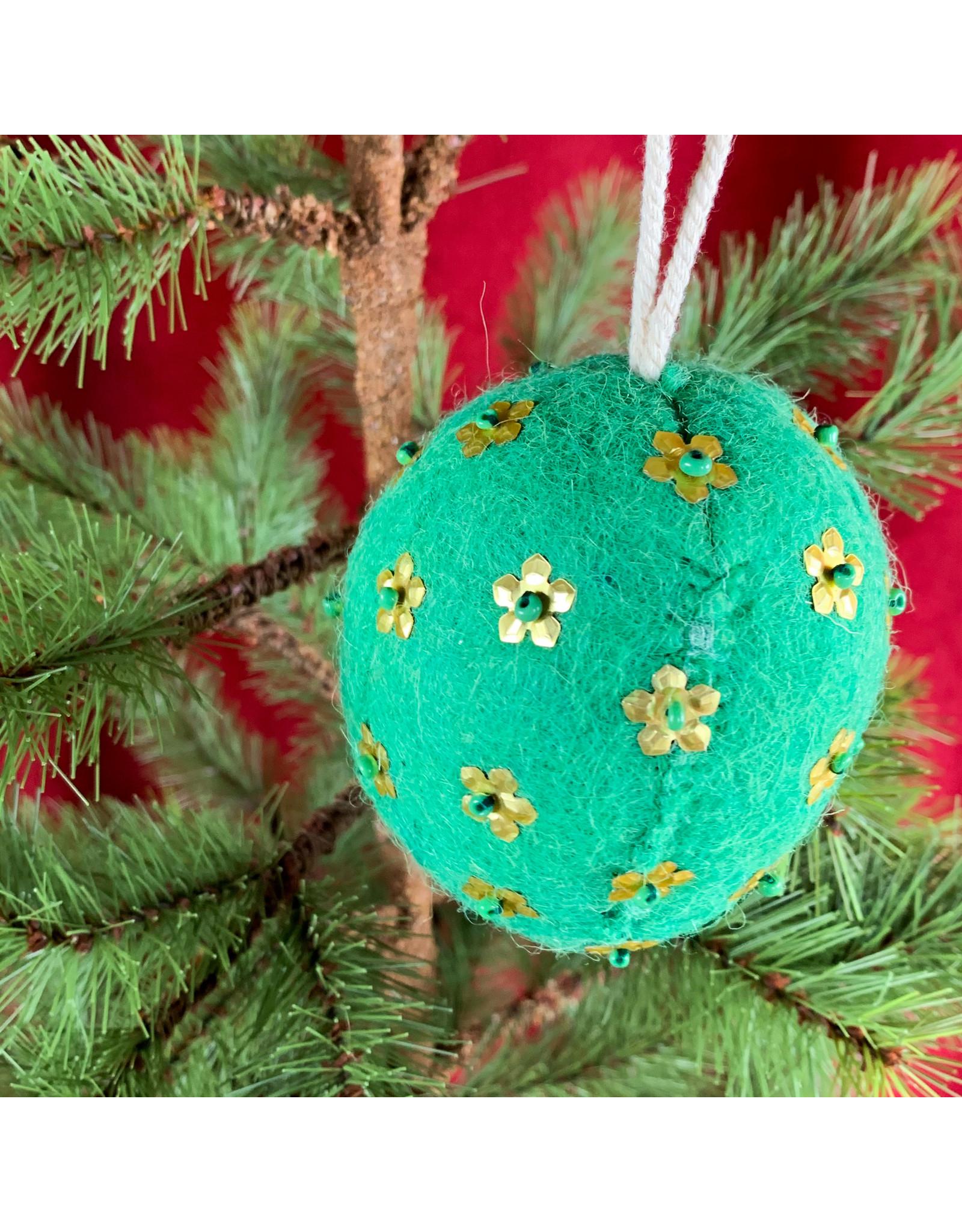 Creative Co-Op Wool Ornament W Metal Light Green