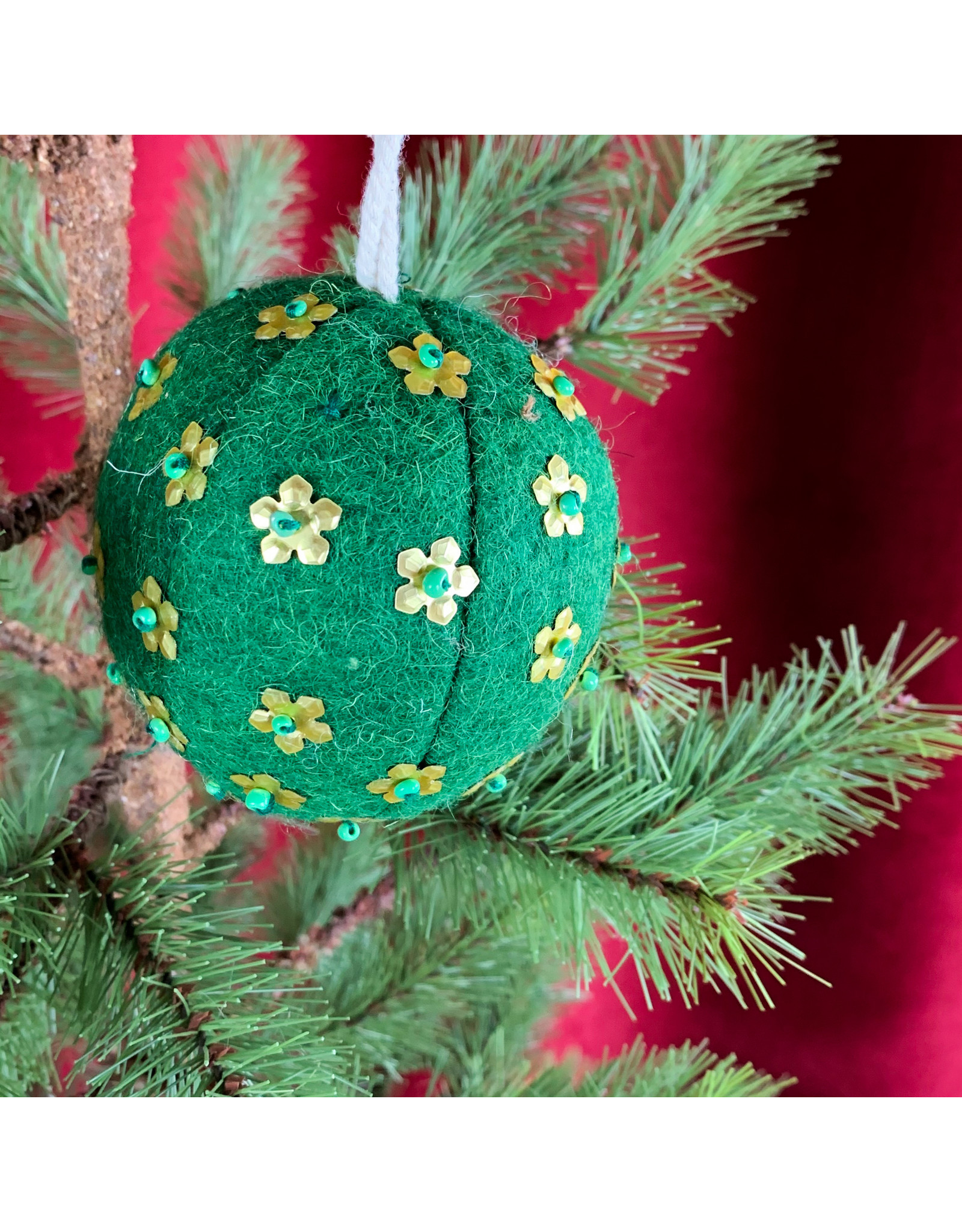 Creative Co-Op Wool Ornament W Metal Dark Green