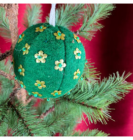 Creative Co-Op Wool Ornament W Metal Dark Green