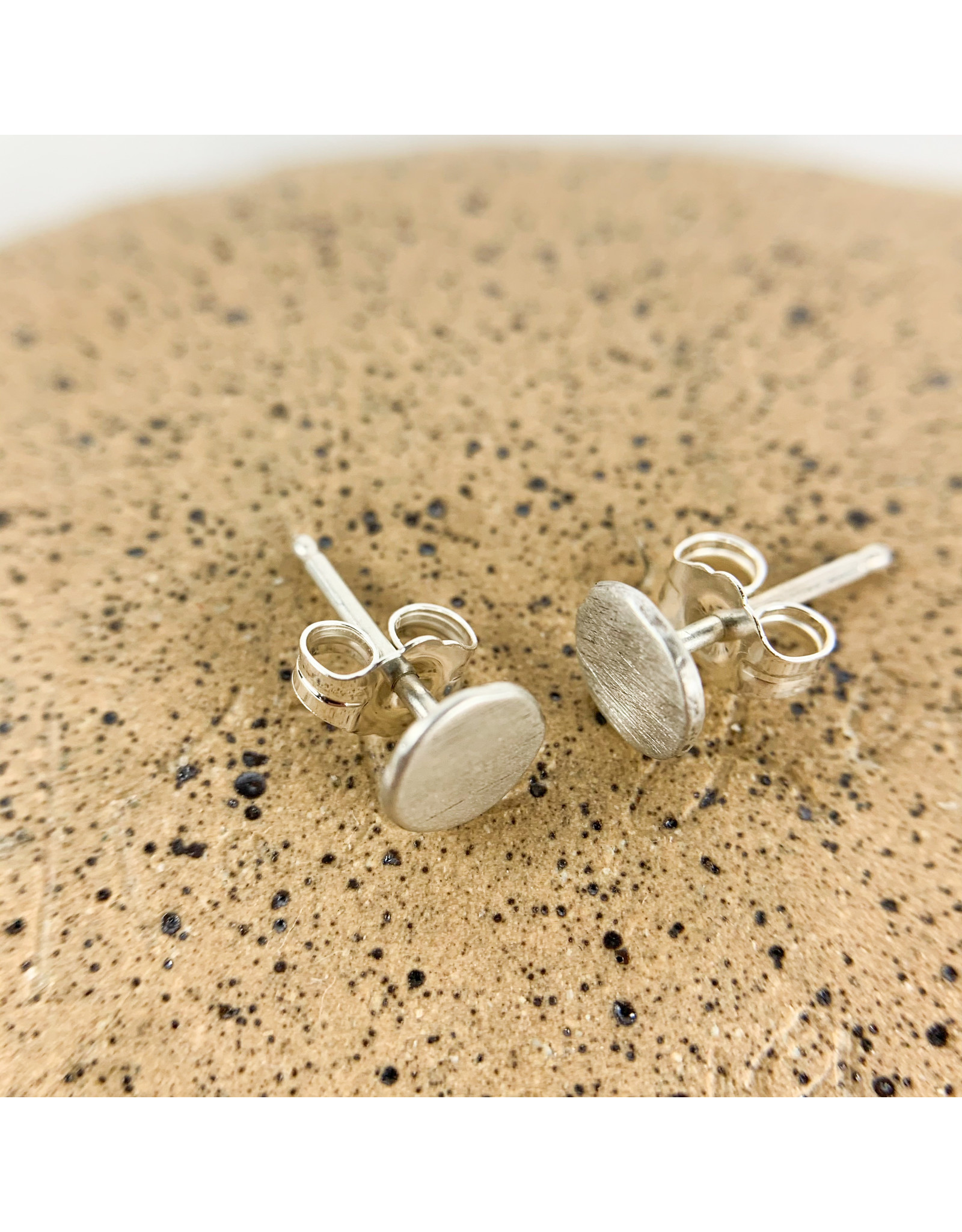 Solid circle stud-silver