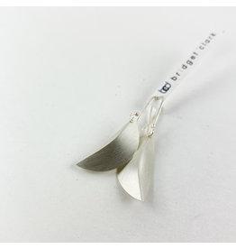 Bridget Clark - Consignment E2824   small crease leaf earring