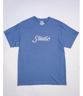 studio Studio Big Script - Tee - Slate