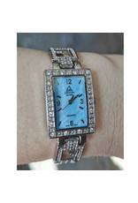 Christian Ricard Rectangle fond bleu style Guess