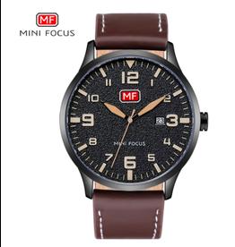 Mini Focus Boîtier noir, bracelet cuir brun, chiffres