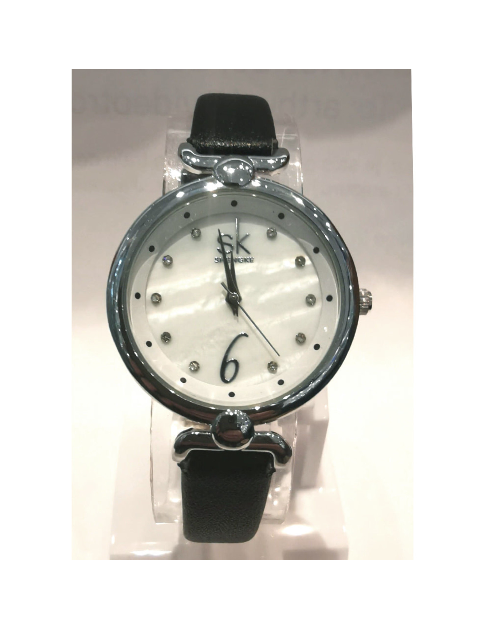 Shengke Shengke bracelet noir, fond blanc