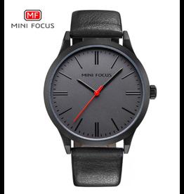 Mini Focus Cuir noir fond noir aiguille secondes rouge