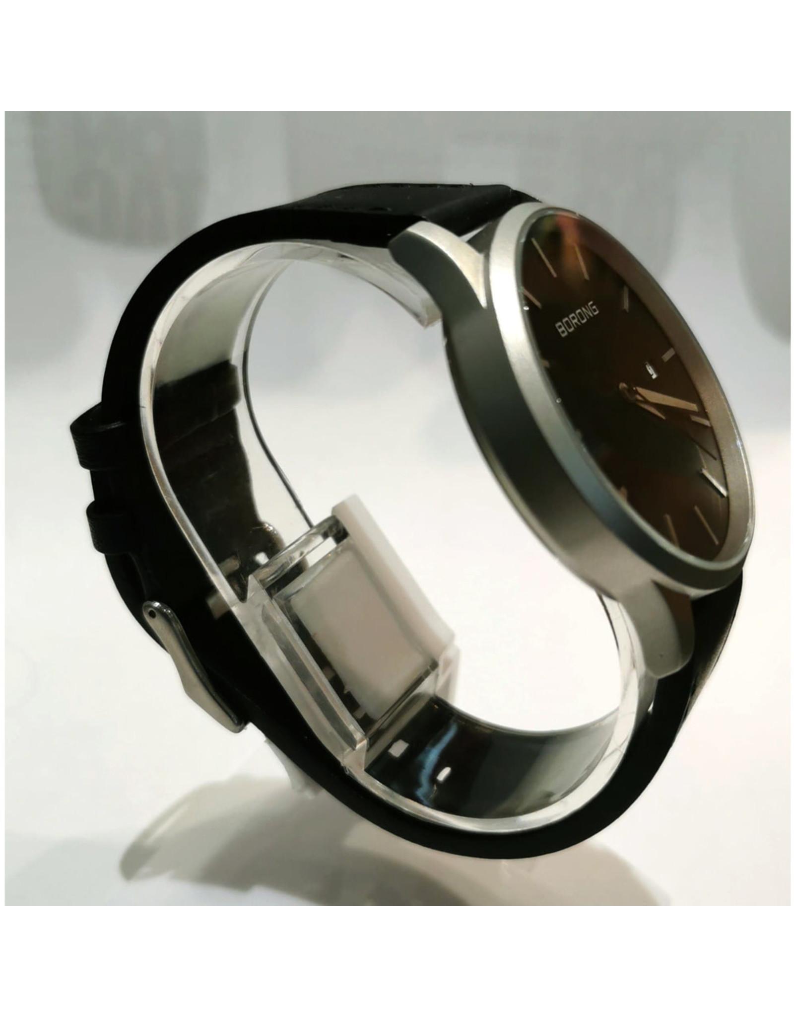 Borong Cuir noir, boîtier argent, fond noir