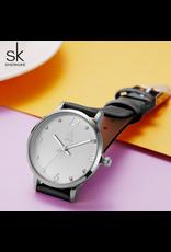 Shengke Classique fond clair, bracelet noir