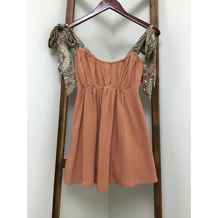 Easel Terra Cotta Soft W/Paisley Tie Up Straps