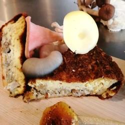 TOUT UN FROMAGE Mushroom quiche (9 inch)