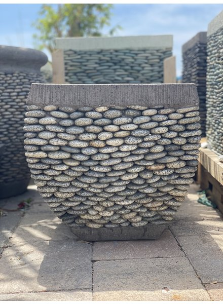 Low Rounded Pebble Square Speckle