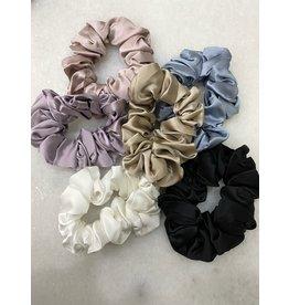 The Silk Girls Medium Mulberry Silk Scrunchie