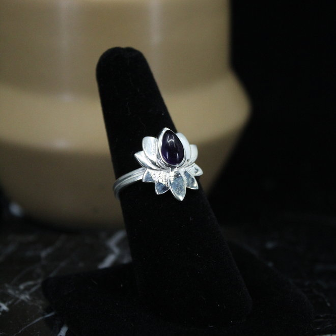 Amethyst Ring - Size 9 - Sterling Silver Lotus