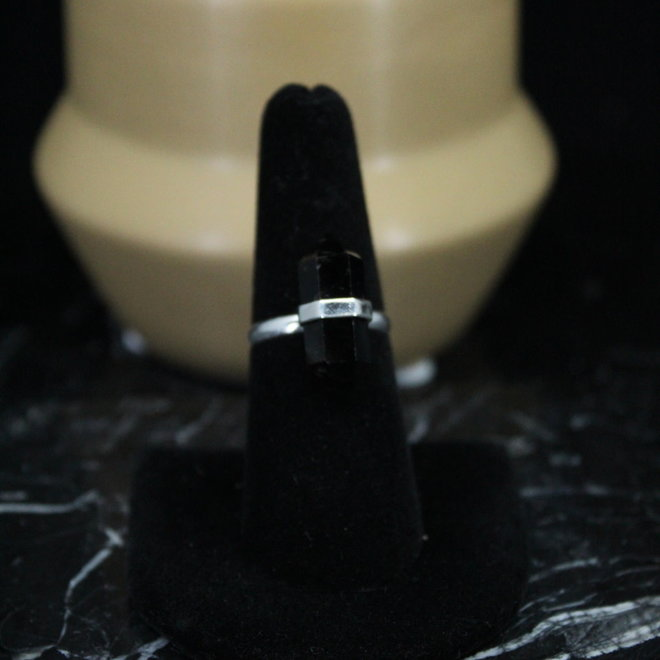 Black Onyx Ring - Size 8 - Sterling Silver Pointed