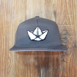 LOGO PATCH FLAT BRIM FLEXFIT [SOLID]