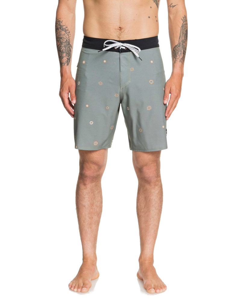 "QUIKSILVER MENS Highline Faded Sun 19"" Boardshort"
