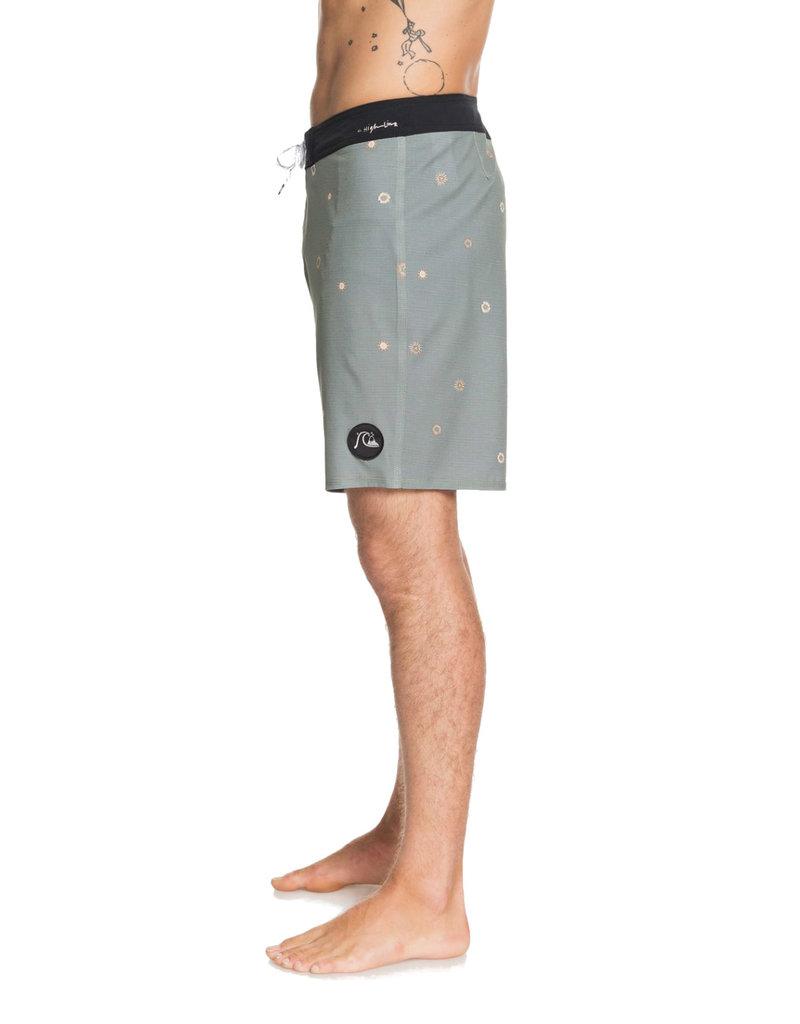 "QUIKSILVER MENS Highline Faded Sun 19"" Boardshort"