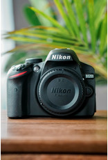 Nikon Used Nikon D3200 Body only