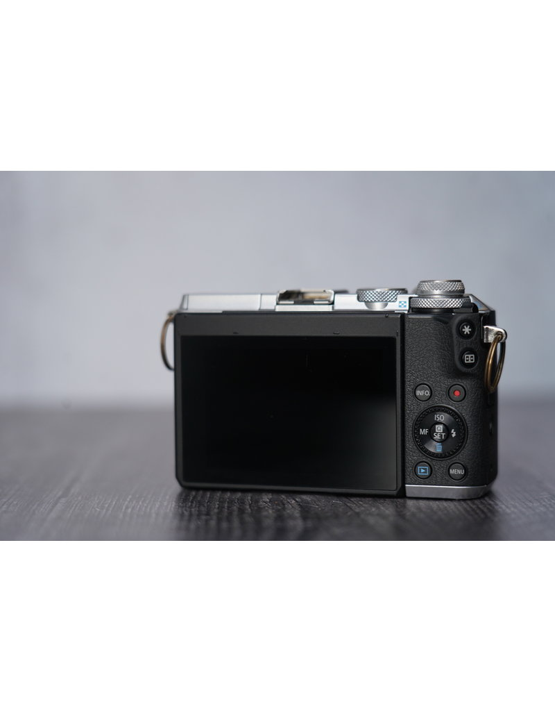 Used Used Canon EOS M6 W/15-45mm