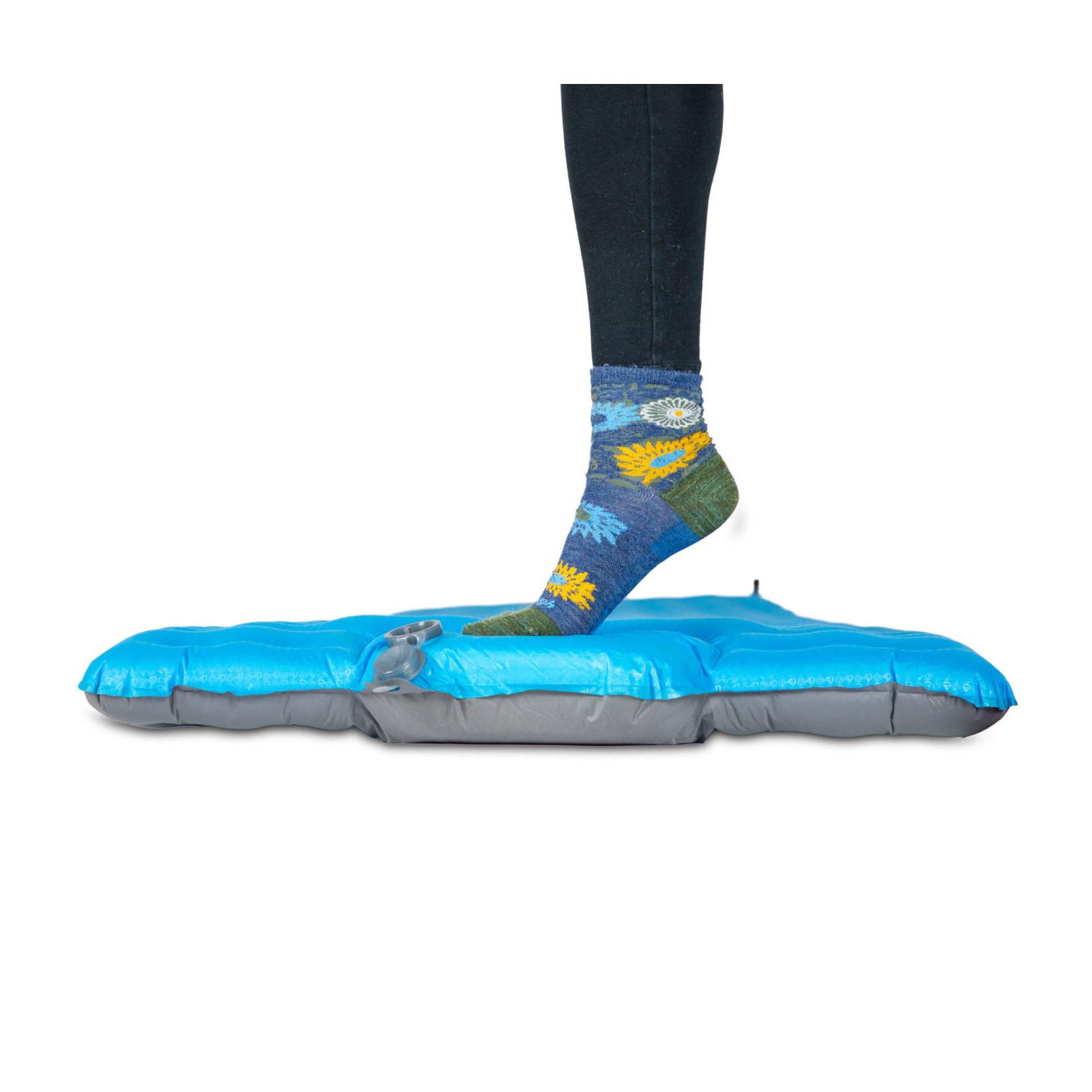 NEMO Vector™ Ultralight Sleeping Pad + Foot Pump