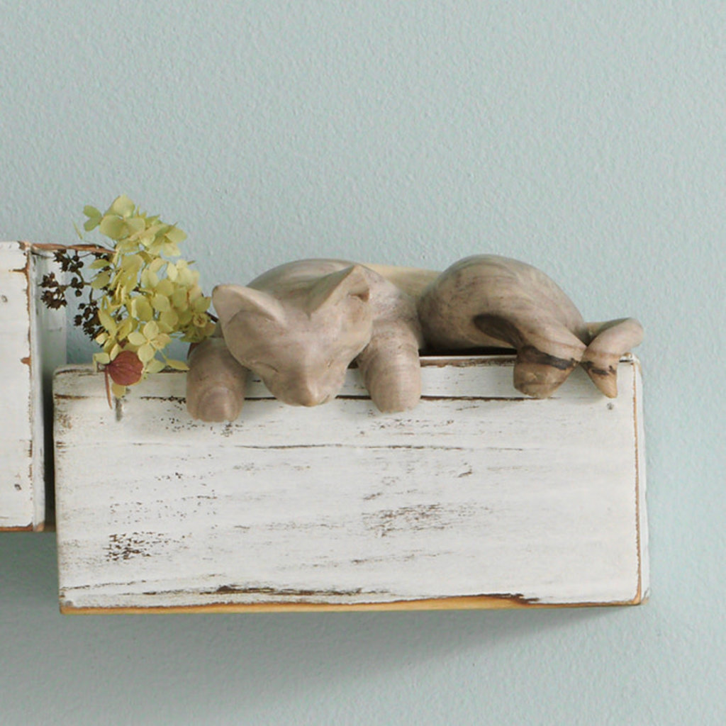 Serrv Peeping Shelf Cat in Balsa Wood