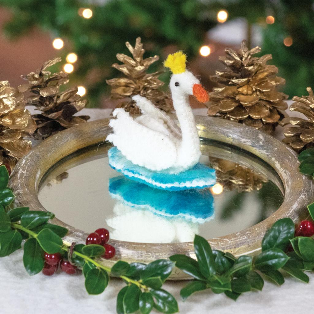 DZI Handmade Royal Swan Ornament