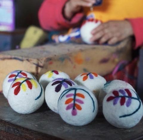 wool felt laundry balls