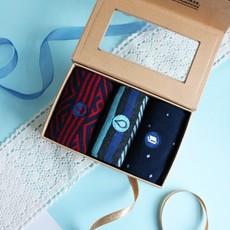 Conscious Step Socks Gift Box: Hunger Water Books Medium