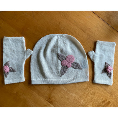Ella Ember Baby Alpaca Winter Flower Wrist Warmer: Ivory