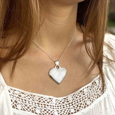 Global Crafts Corazon Blanco Heart Pendant Necklace