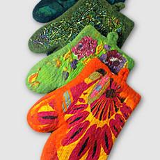 Ganesh Himal Cotton & Felt Floral Oven Mitt