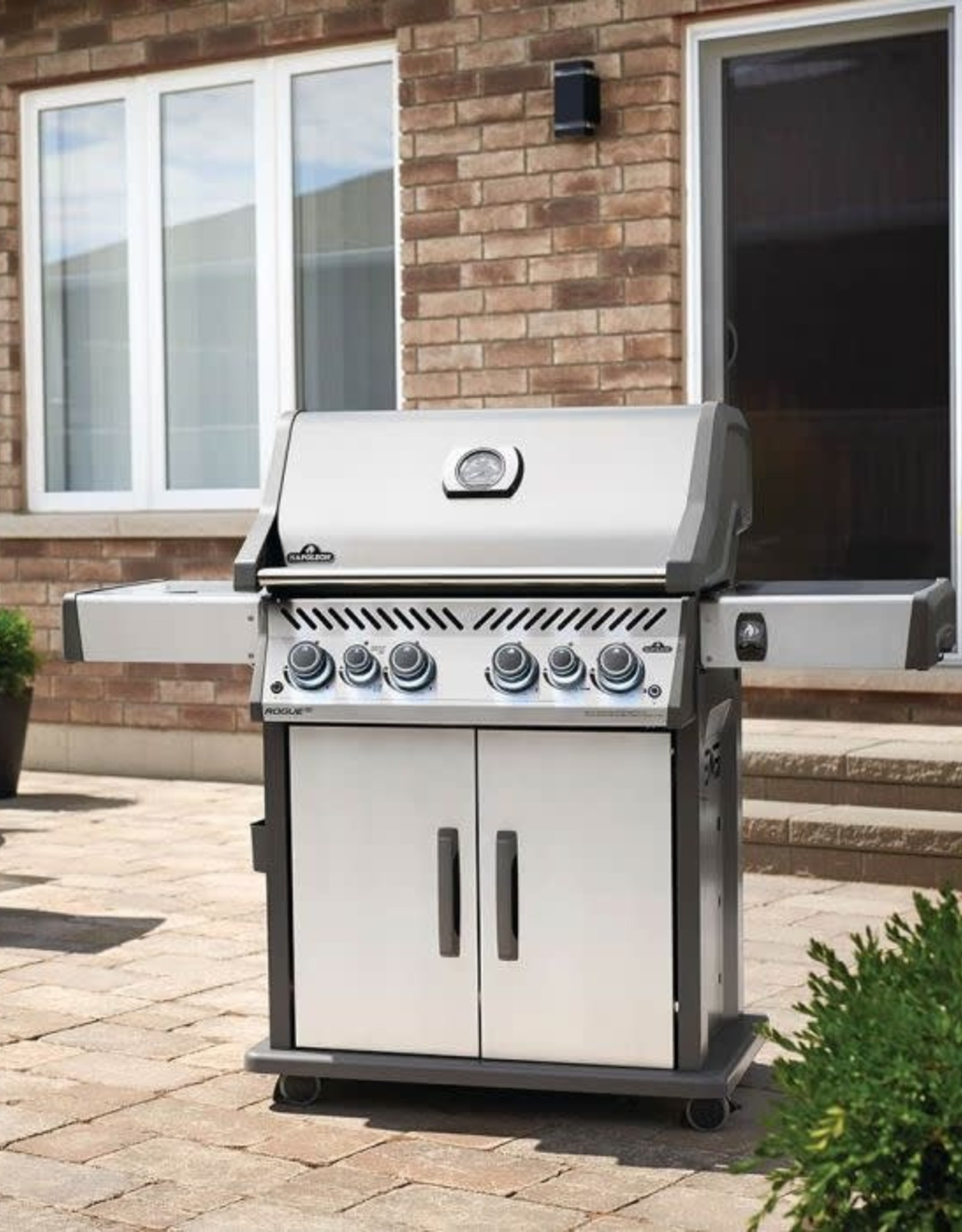 Napoleon Napoleon Rogue SE 525 RSIB Natural Gas Grill with Infrared Rear & Side Burners - Stainless Steel - RSE525RSIBNSS-1