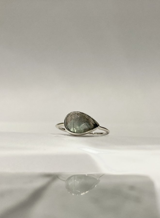 Side Pear Ring