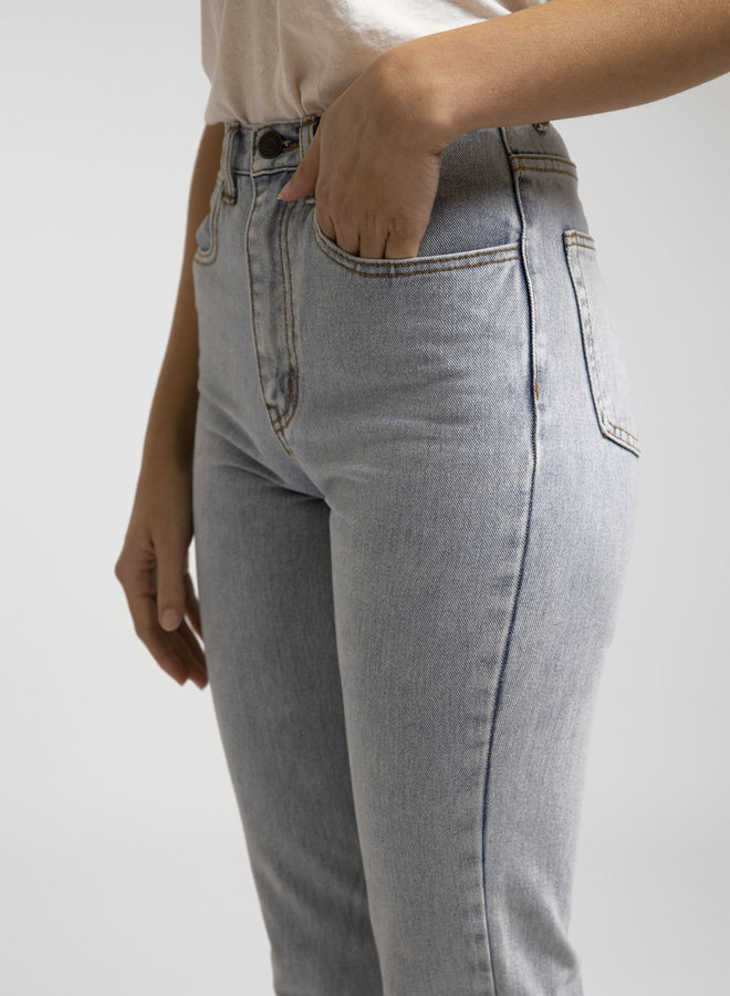 Essential High Rise Jean