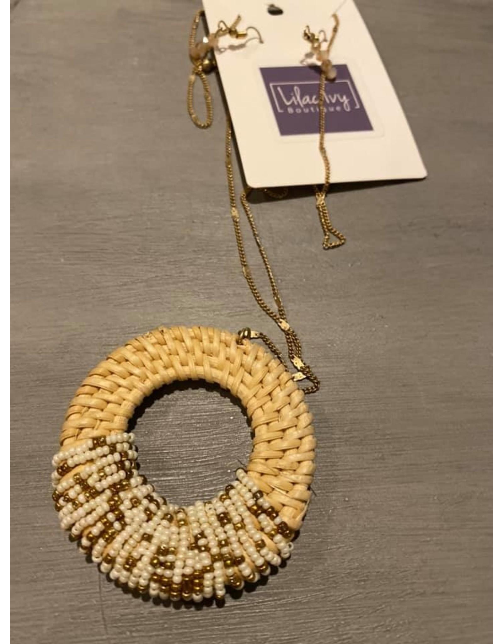 Long wih straw and bead circle