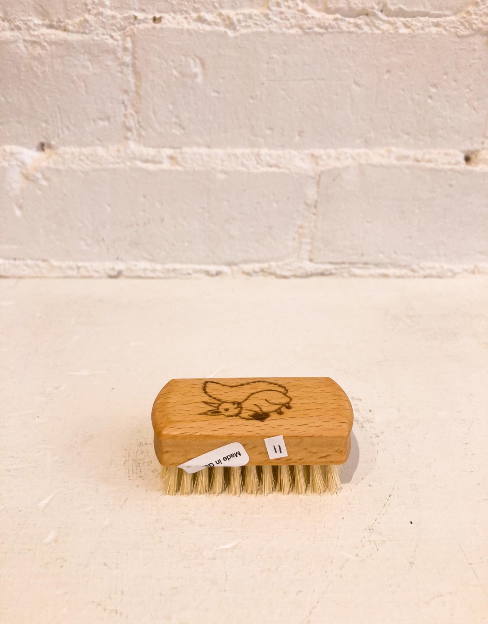 Redecker Children's Nail Brush- Squirrel
