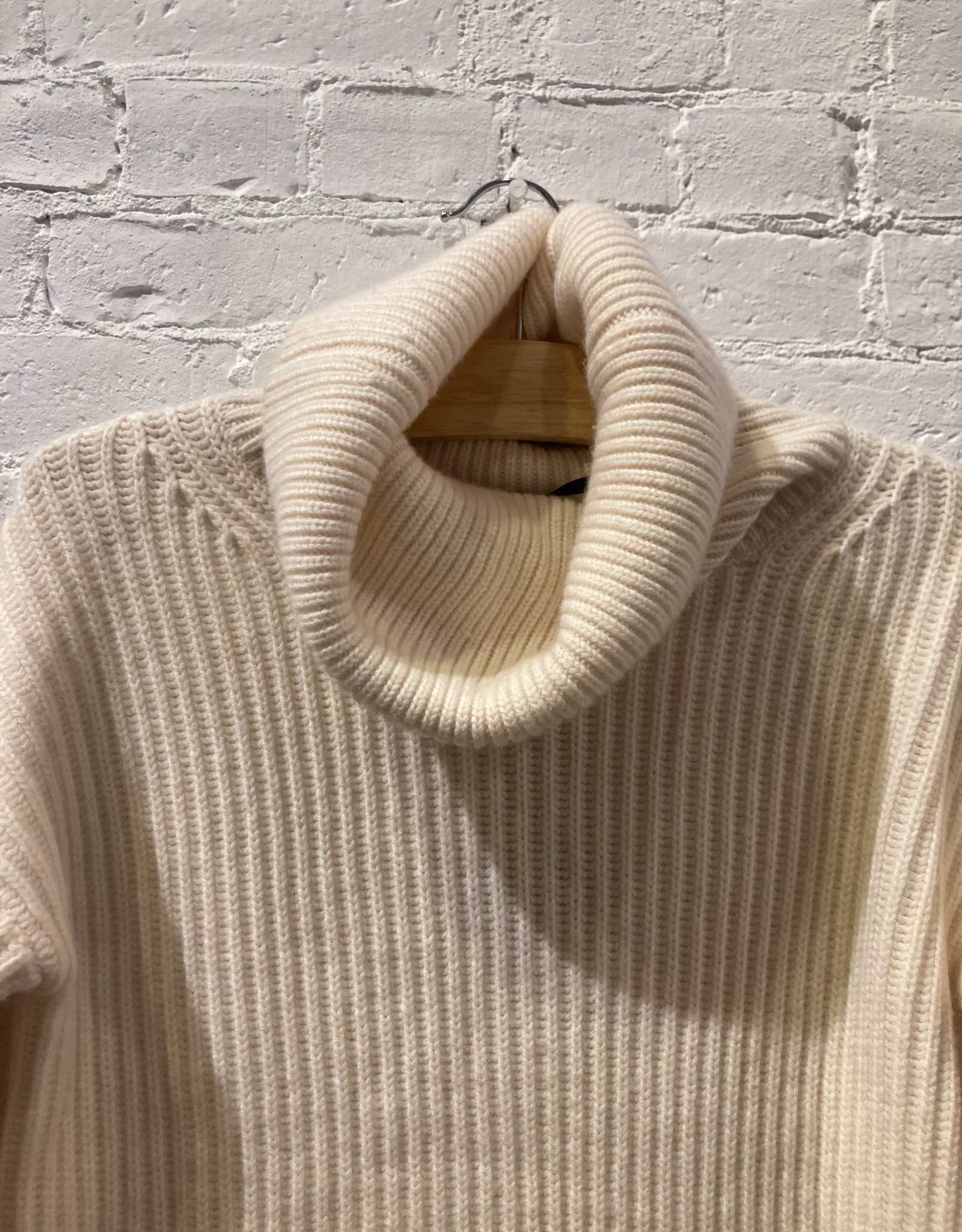 Naadam Studio Nadaam Studio: Cream Cashmere Turtleneck Sweater