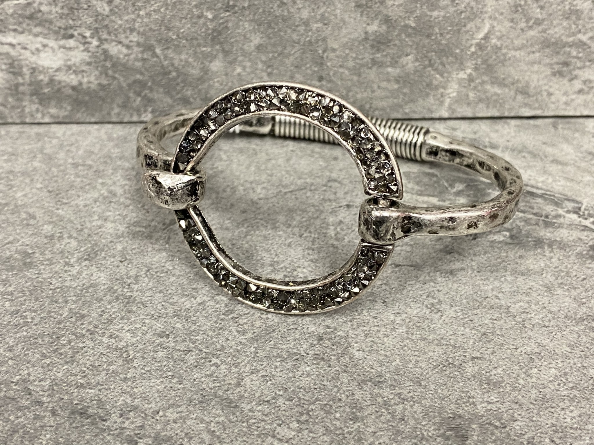 SMOKE OPEN SHIMMER CIRCLE ON SPRING BAND (SILVER)