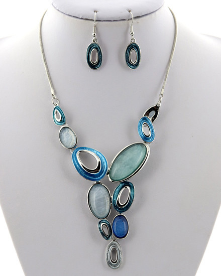 Silver Tone / Blue / Necklace & Earring Set