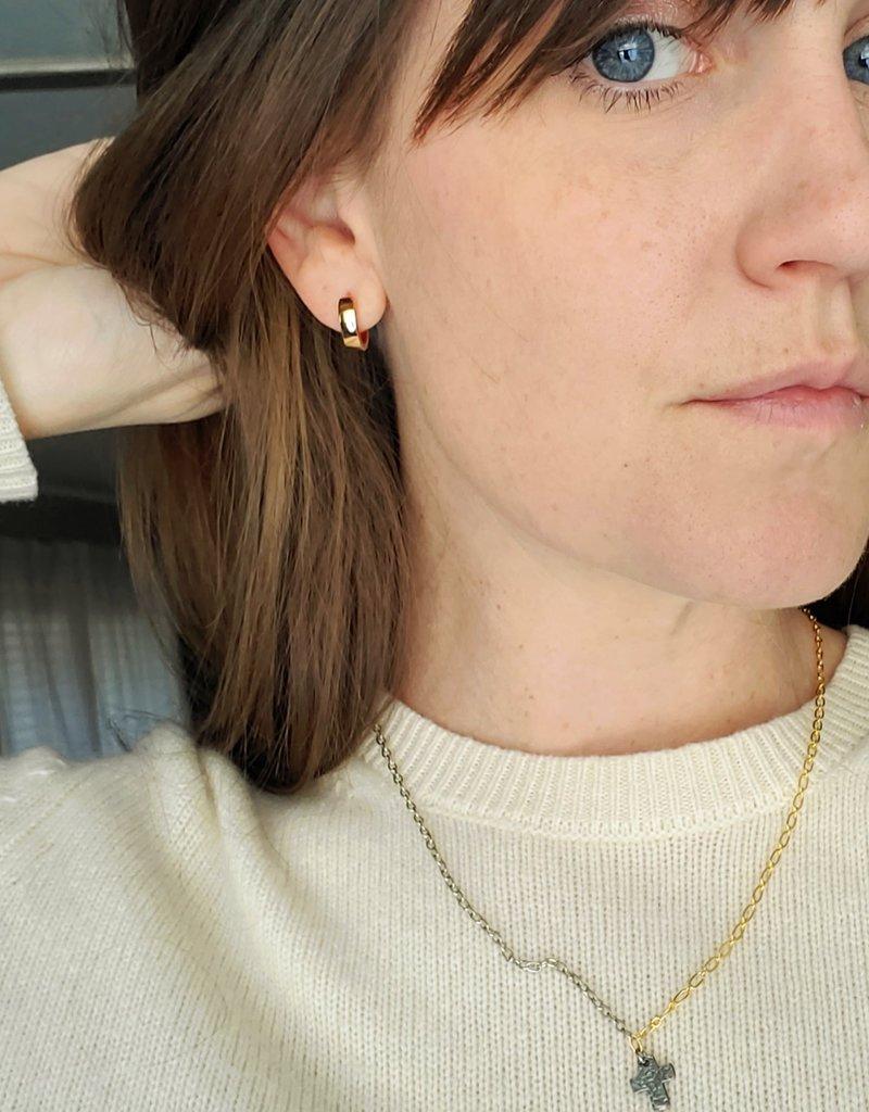 LDayDesigns Rosy Ear Hug