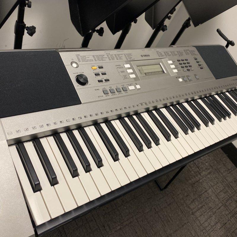 Yamaha Used Yamaha PSR E353 Keyboard w/L3C stand
