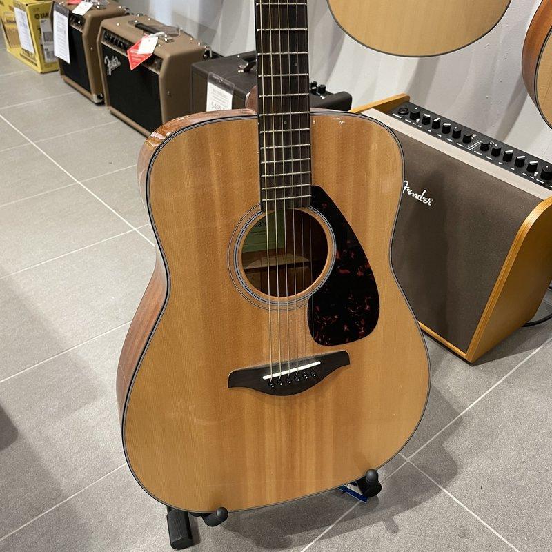 Yamaha Consignment/Used Yamaha FG800 Acoustic Guitar