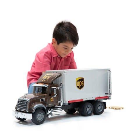 Bruder UPS Mack Logistik Truck-1