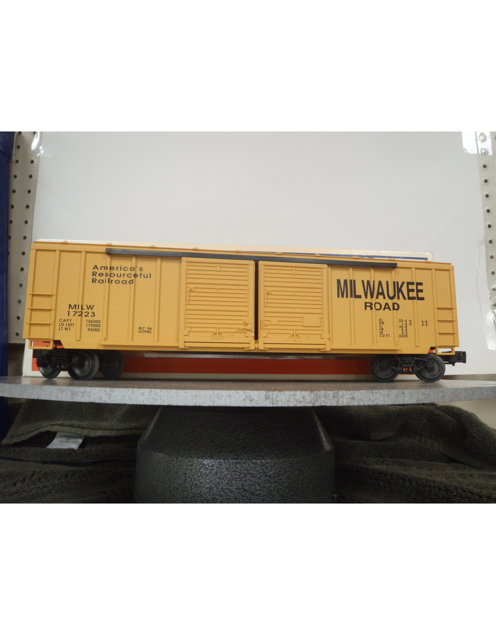 K-Line Boxcar Milwaukee Road 17233