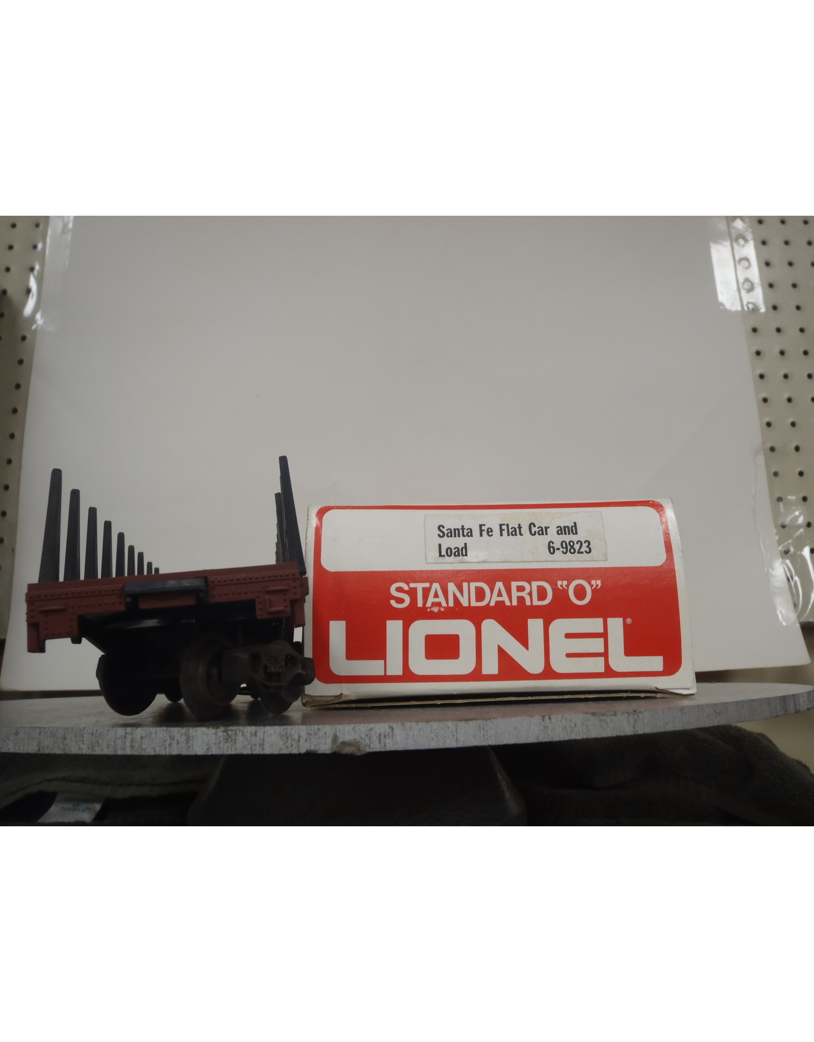 Lionel Flatcar w/Load Sante Fe 9823