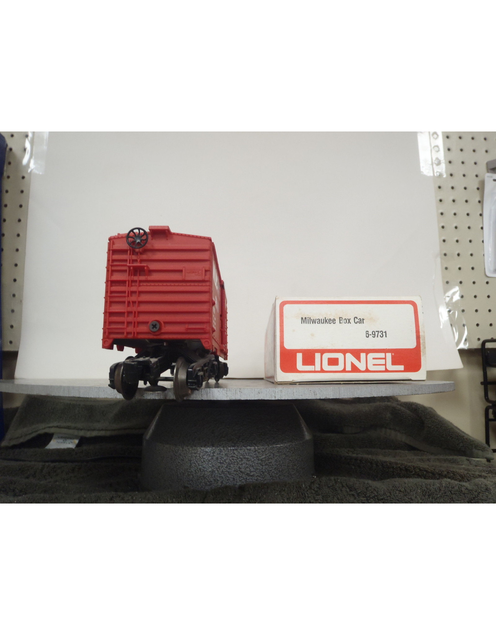 Lionel Boxcar Milwaukee Rd 9731
