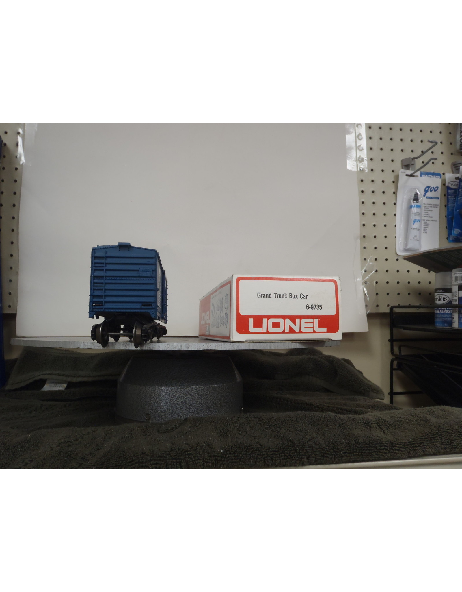 Lionel Boxcar Grand Trunk 9735