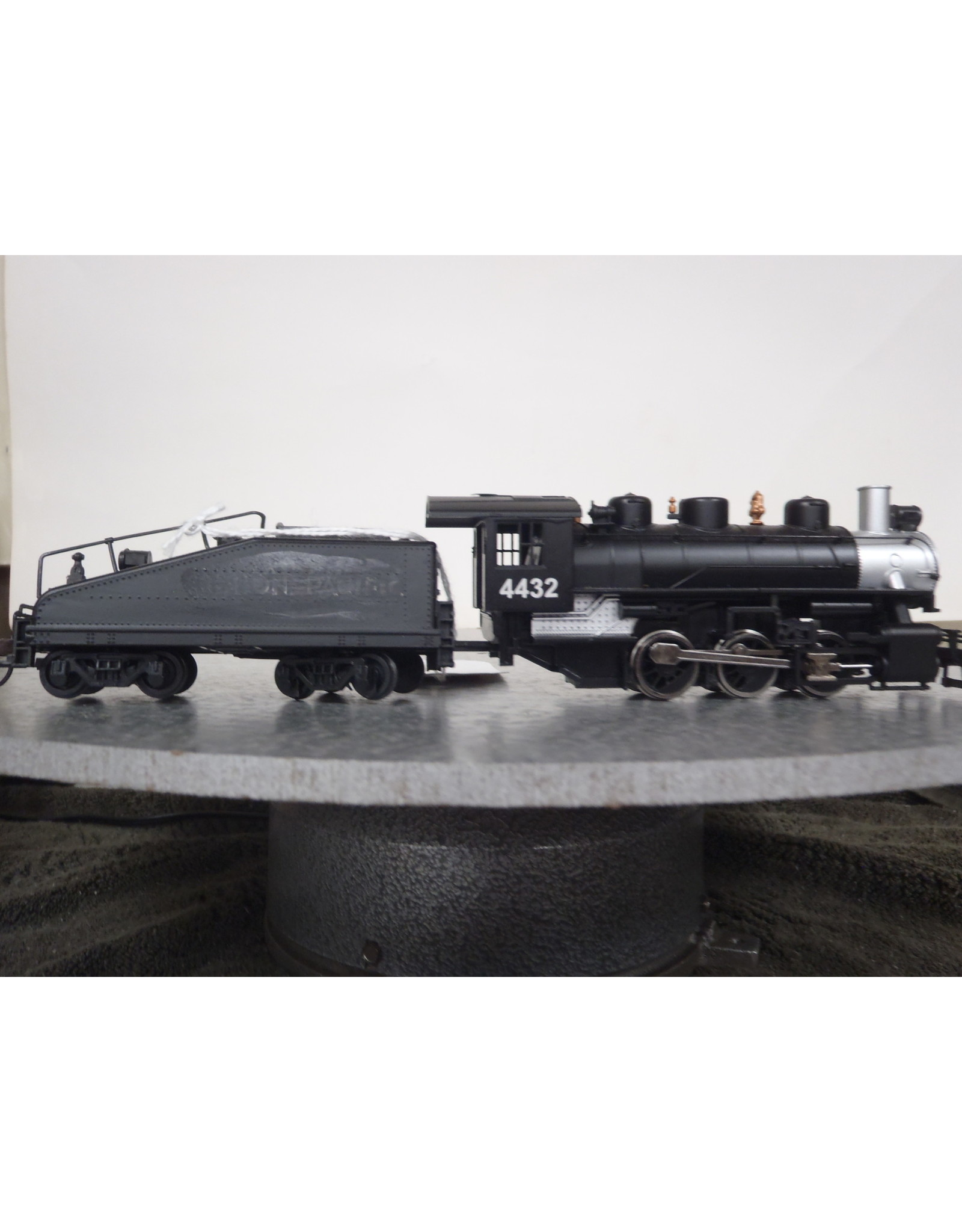 Bachmann USRA 0-6-0 Switcher w/Slope-Back Tender - Standard DC -- Union Pacific #4442 (black, silver)